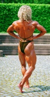 Girl with muscle - Simone Linay