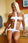 Girl with muscle - Melissa Dettwiller