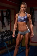 Girl with muscle - Sophia Thiel
