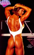 Girl with muscle - Suzan Kaminga