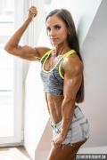Girl with muscle - Fruzsina Siska