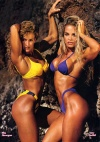 Girl with muscle - Mia Finnegan (l), Amy Fadhli (r)