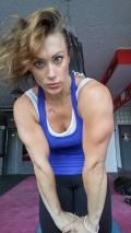 Girl with muscle - Susanna Tirpak