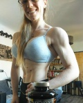 Girl with muscle - Aline Laporte-Ballester